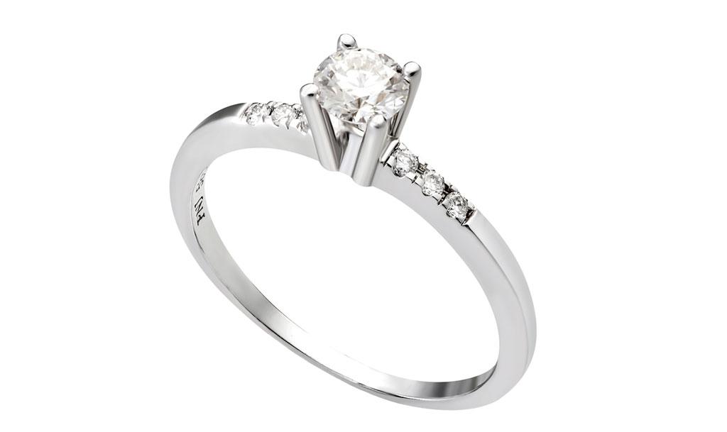 Nhẫn kim cương giúp quý cô thể hiện sự tự tin và khẳng định đẳng cấp