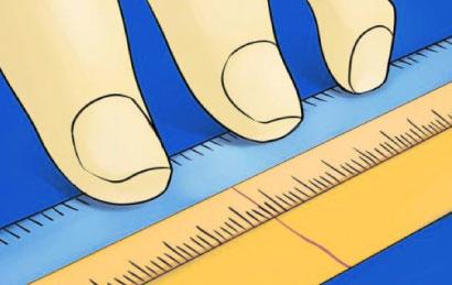 Bước 5: Tháo ra dùng thước đo chiều dài của đoạn giấy từ điểm đầu cho đến phần đánh dấu. Lấy kết quả đo được chia cho 3,14. Sau đó đối chiếu với BẢNG SIZE NHẪN