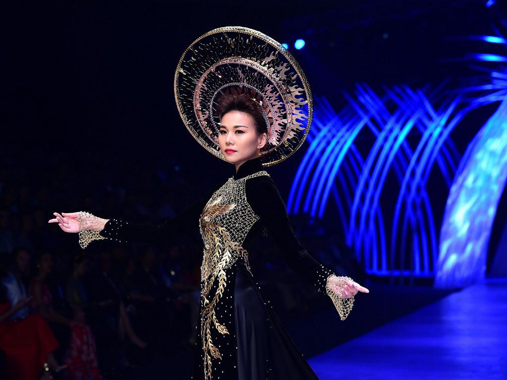 Dàn sao việt hội ngộ trong show diễn thời trang hoành tráng