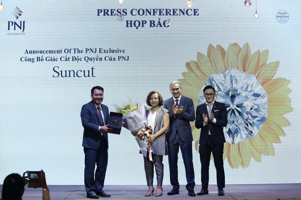 Lễ công bố sản phẩm độc quyền PNJ Suncut, đánh dấu sự hợp tác chiến lược giữa PNJ và Swarovski