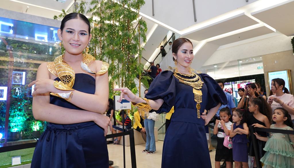 PNJ tổ chức trình diễn 17 tuyệt tác trang sức đẳng cấp tại Saigon Centre