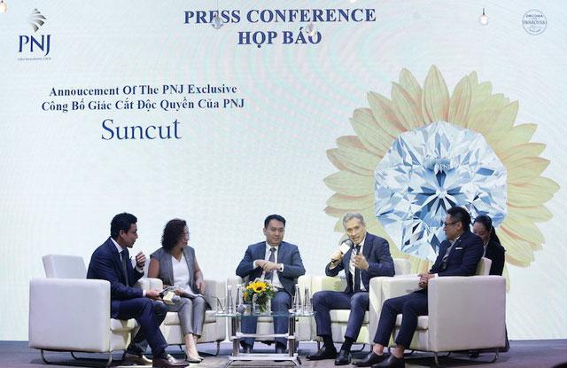 Sự kiện ký kết hợp tác với Swarovski đã khẳng định tầm vóc quốc tế của thương hiệu PNJ.