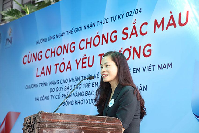 Bà Nguyễn Thị Hiền – Phó giám đốc Quỹ bảo trợ trẻ em Việt Nam phát biểu tại sự kiên